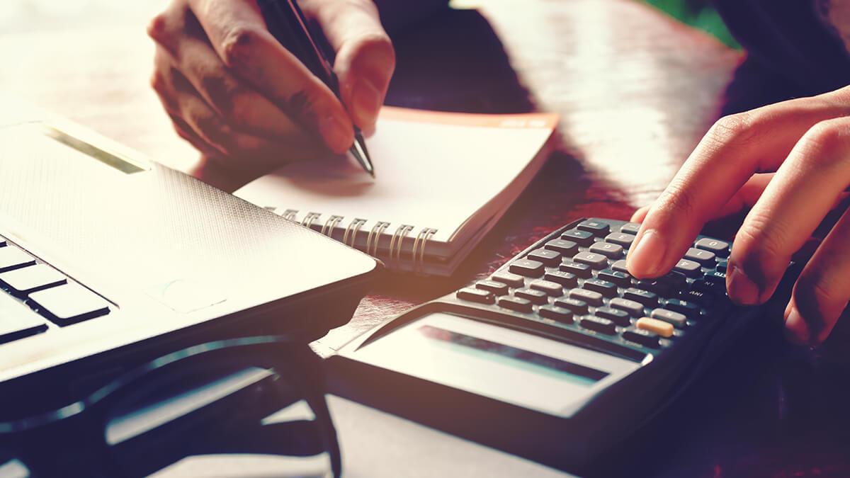 ¿Cómo calcular la cuota mensual de mi crédito según la cuota inicial?
