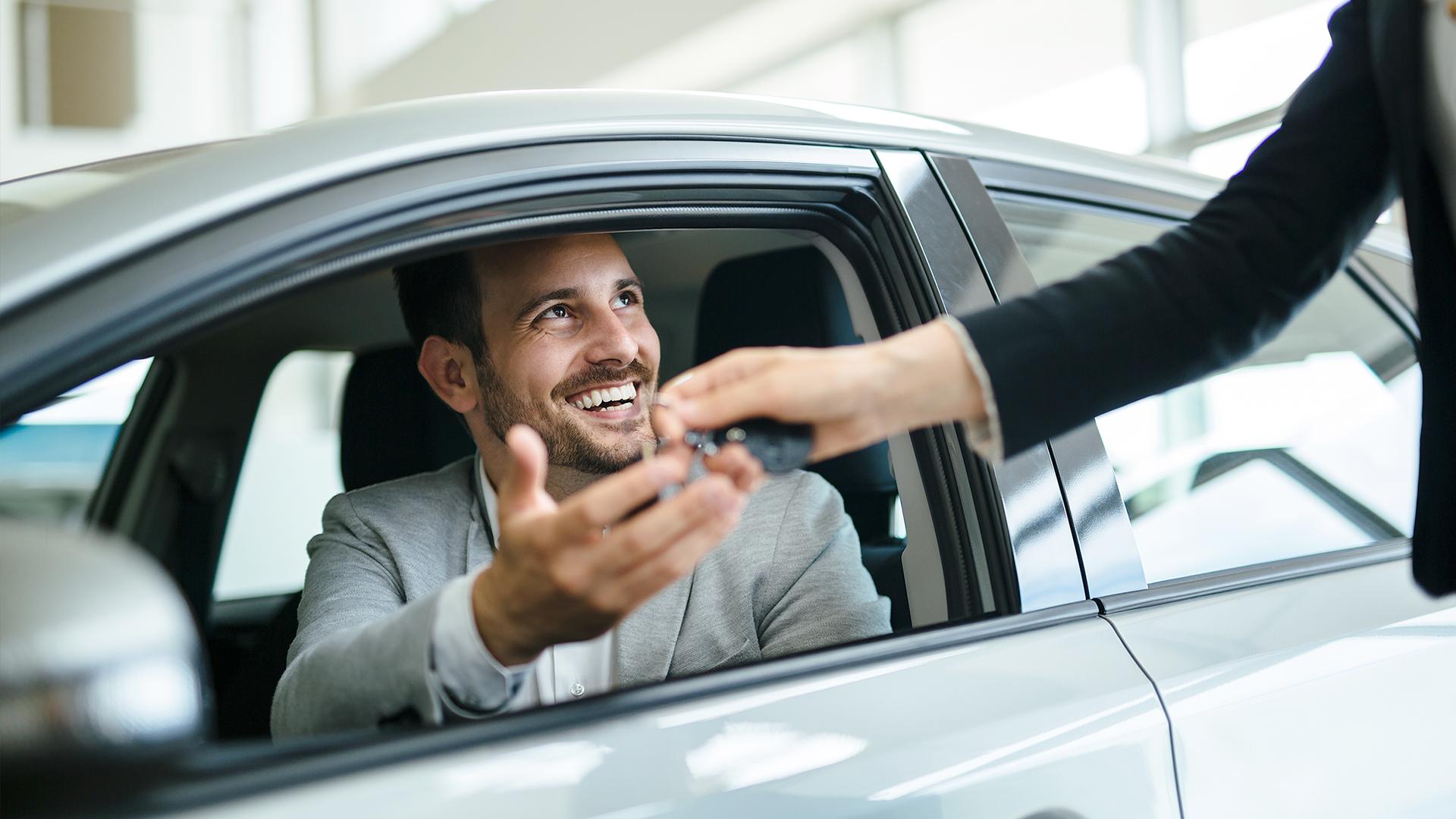 Descubre qué es mejor: rentar o comprar un auto usado